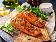 Рецепта Печено филе от риба сьомга с дижонска горчица, мед, масло, галета и орехи на фурна